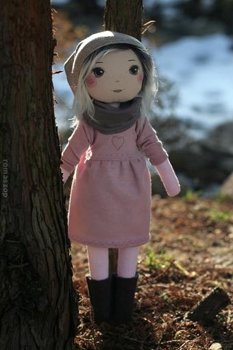 Romaszop laver unikke dukker med håndmalede ansigter. Hver og en er unik !
